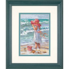 """""""Девочка у берега//Girl at the Beach"""" DIMENSIONS Gold Collection"""